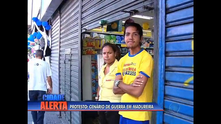 Após protestos violentos, mercadão de Madureira fecha as portas ...