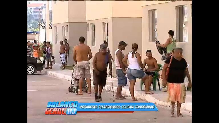 Desalojados após temporal, moradores de São Gonçalo ocupam prédio do Minha Casa Minha Vida