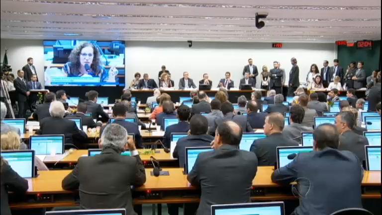 Comissão nega pedido de suspensão do processo de impeachment de Dilma