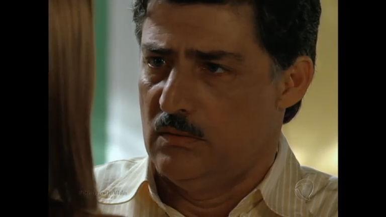 Andressa revela a Roberto que não o ama mais