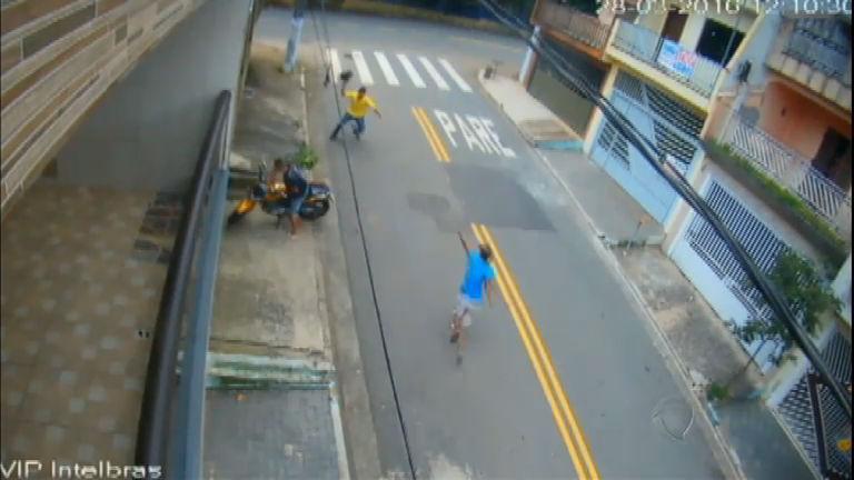 Homem reage a roubo de moto e escapa da morte por pouco na ...
