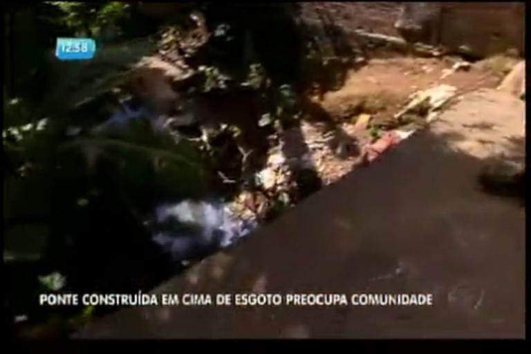 Ponte construída em cima de esgoto preocupa comunidade - Bahia ...