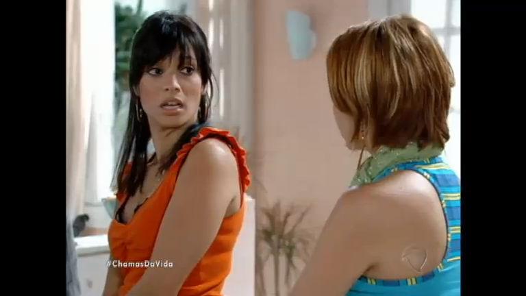 Ivonete encontra Michele na casa de Pedro e fica com ciúme ...