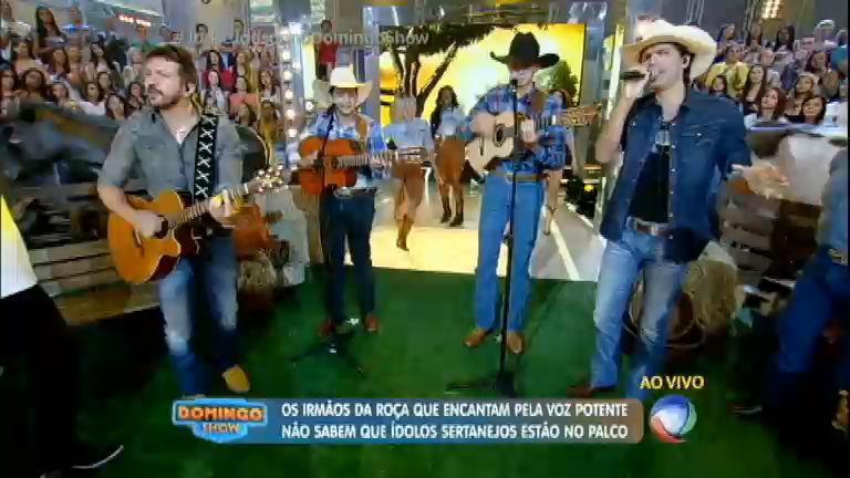 Sucesso na internet, dupla de irmãos canta no Domingo Show ao ...