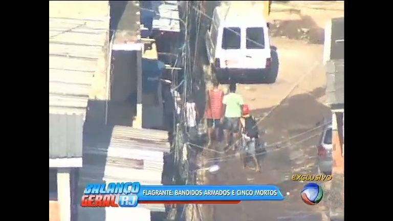 Confronto entre PMs e traficantes deixa cinco mortos em Acari - Rio ...