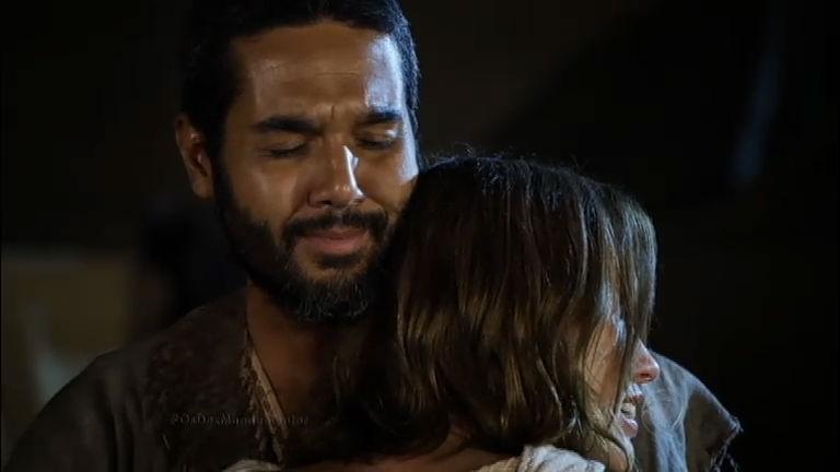 Leila desabafa e chora nos ombros de Gahiji