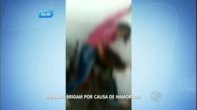 Meninas brigam em sala de aula por causa de namorado - Notícias ...