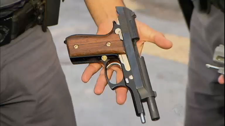 Policial é morto com a própria arma na frente da família em SP ...