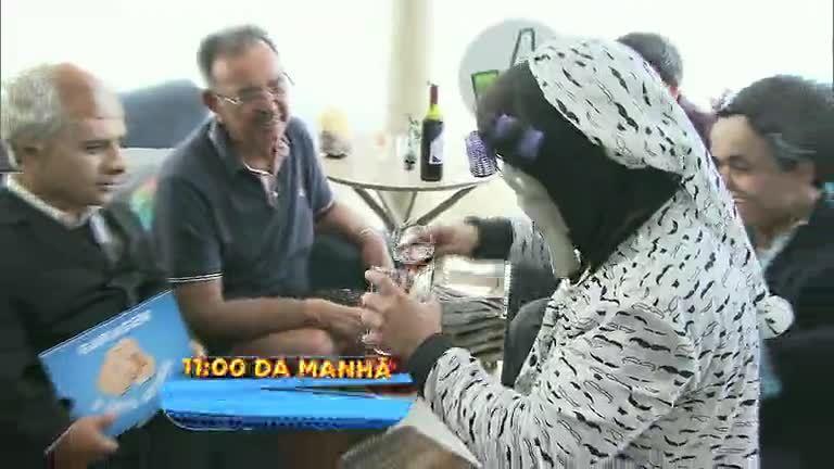 Domingo Show: Anão Marquinhos apronta todas na casa de ...