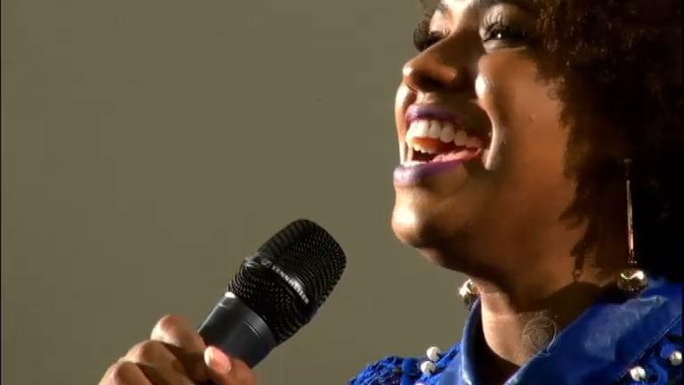 Impressionante! Thalita emociona o Brasil com voz idêntica à de ...