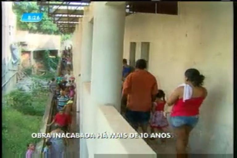 Escola em obras está abandonada há dez anos em Ribeirão das ...