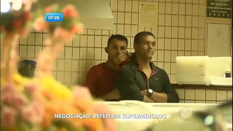 Em fuga, bandido faz homem refém em supermercado de Belém (PA)