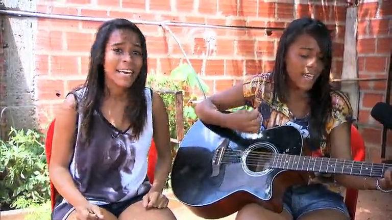 Gêmeas cantoras realizam o sonho de conhecer Simone & Simaria ...