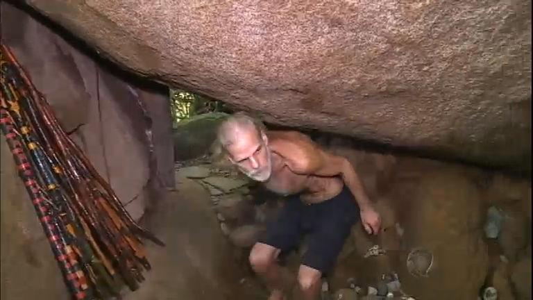 Homem que vive em caverna há 20 anos é despejado de local de ...