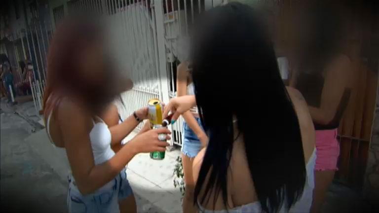 Repórter Record Investigação flagra jovens usando drogas em baile ...