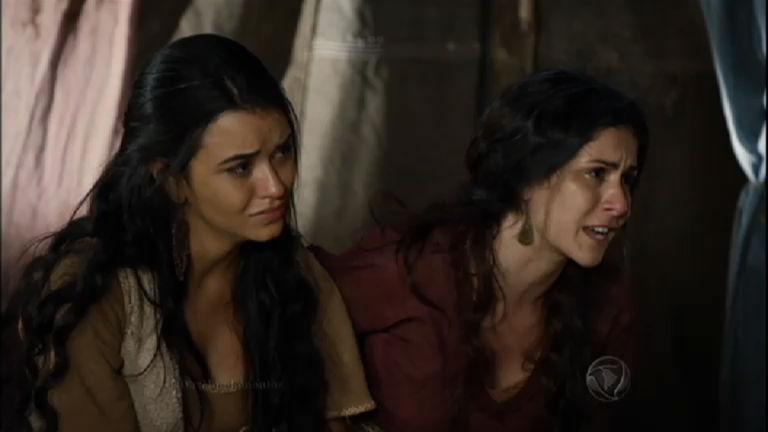 Ada se revolta com a morte do pai e o sofrimento das irmãs e pede ...