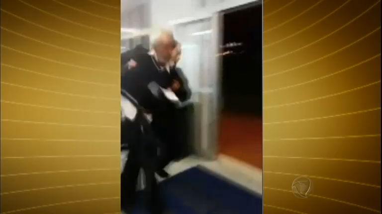 Vídeo registra agressão de segurança contra idoso em hospital de ...