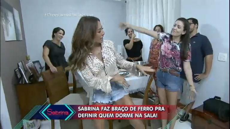 Parente Por Um Dia: Sabrina Sato invade rotina de família e só ...