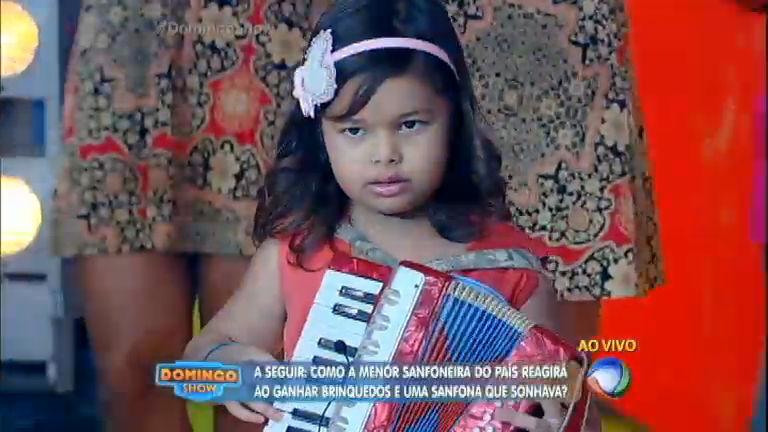 Menor sanfoneira do País toca ao lado dos avôs no palco do ...