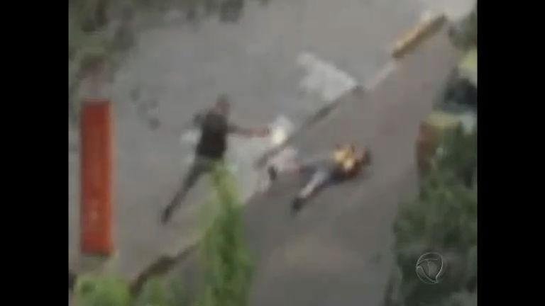 Vídeo mostra que policial militar executou suspeito rendido em ...