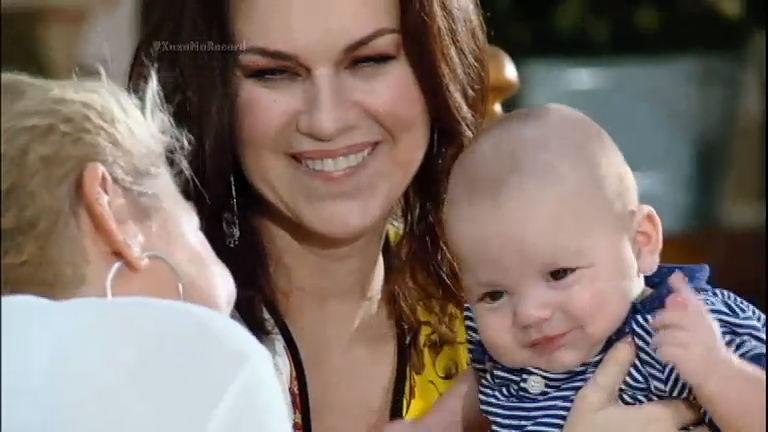 Em entrevista a Xuxa, Adriana Garambone fala sobre o filho gerado ...