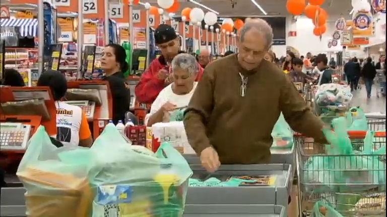 Alerta: usar cartão de crédito para pagar compras de supermercado ...