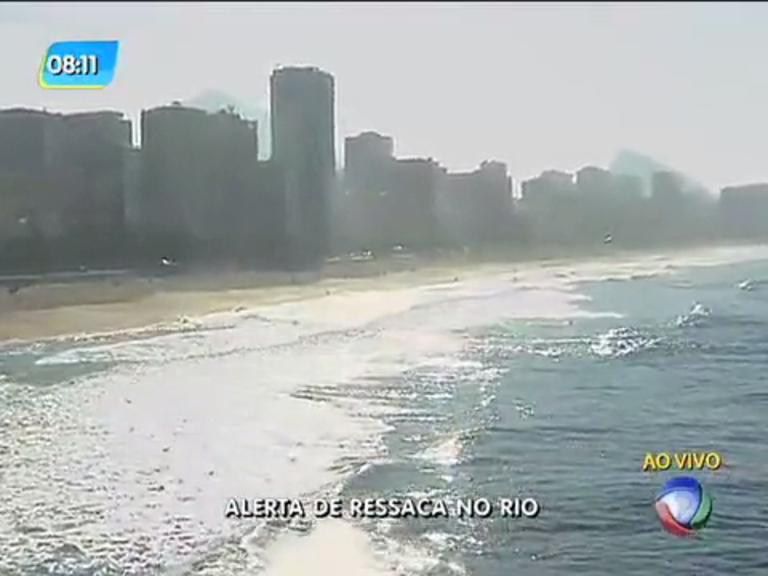 Alerta de ressaca faz etapa do Mundial de Surfe ser transferida