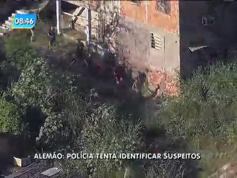Polícia busca identificar suspeitos que foram flagrados no Complexo do Alemão