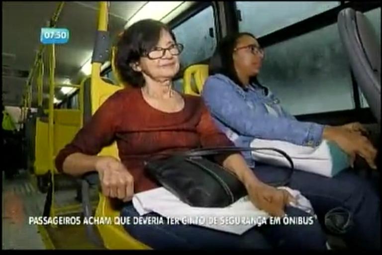 Passageiros acham que deveria ter cinto de segurança em ônibus