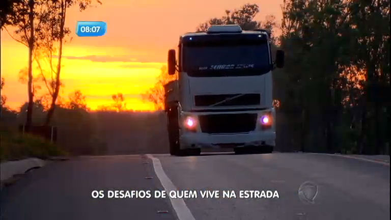 Domingo Espetacular acompanha a vida de quem anda pelas estradas dentro e fora do Brasil