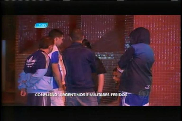 Briga durante jogo da Libertadores deixa torcedores argentinos e militares feridos