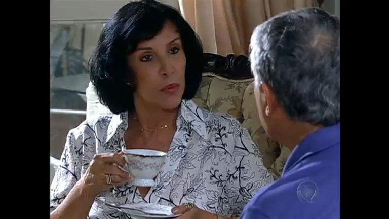 Vitor tentar reatar namoro com Eduarda