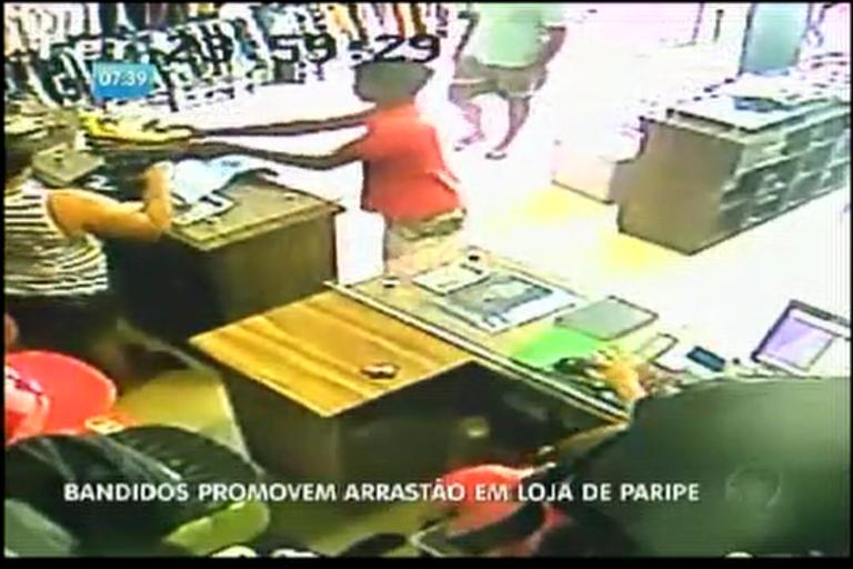 Bandidos promovem arrastão em loja de Paripe