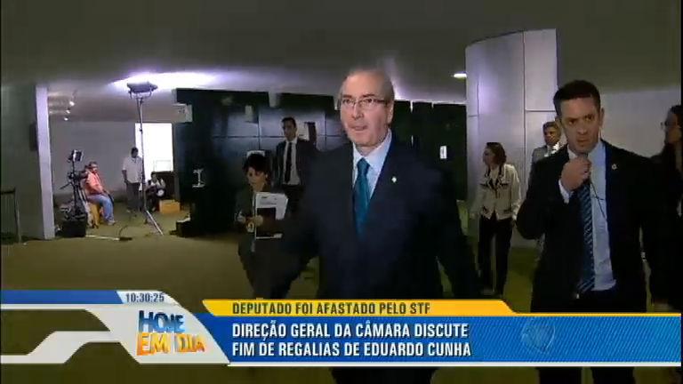 Câmara dos Deputados discute a retirada de regalias de Eduardo Cunha