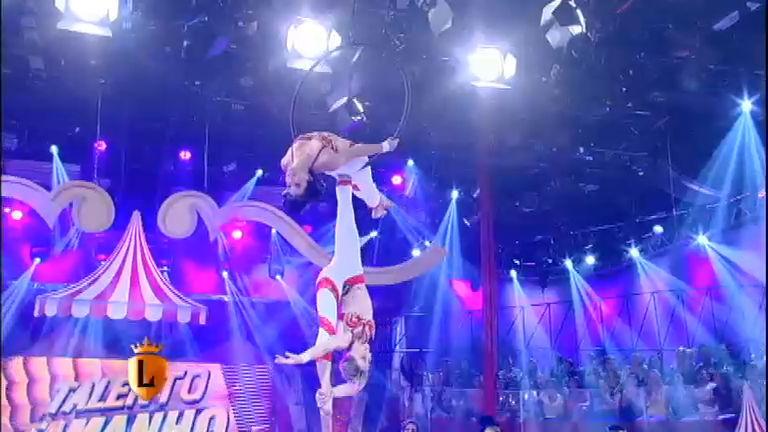 Mãe e filha dão show de acrobacias nas alturas no Talento ...