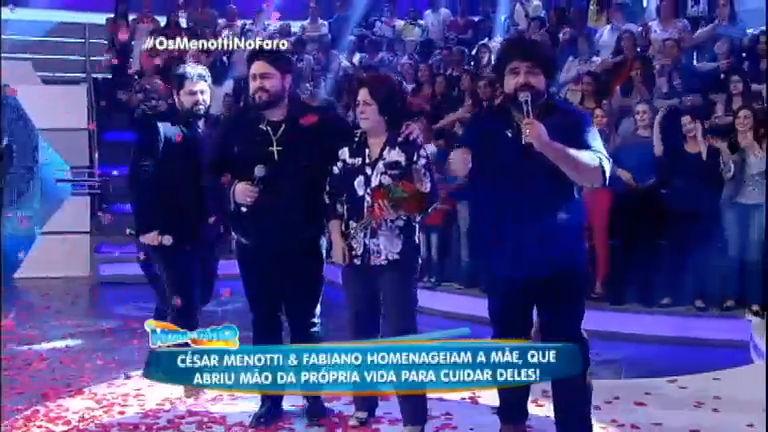 César Menotti e Fabiano fazem homenagem à mãe no palco do ...