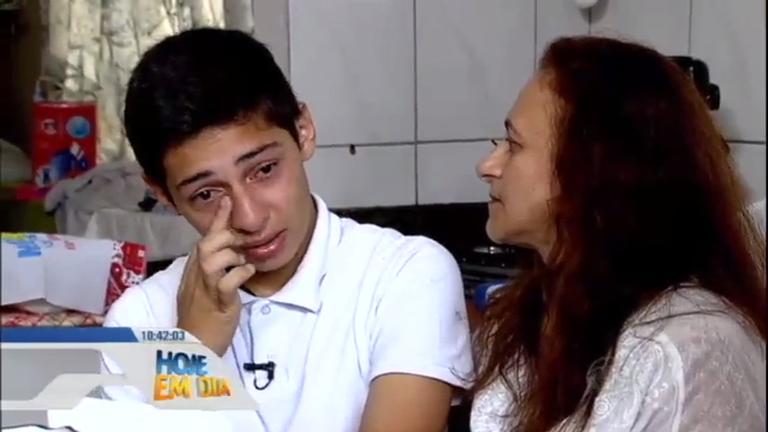 S.O.S. Mãe mostra o drama de diarista que tem filho com tumor no ...