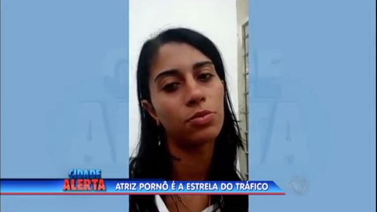 Atriz pornô é presa em flagrante por tráfico de drogas em Santos (SP)
