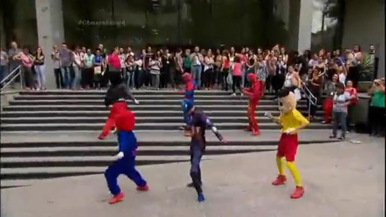 Carreta Furacão ganha as ruas e o público se diverte em São Paulo ...