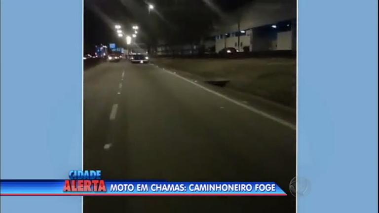 Caminhão arrasta moto na marginal Tietê - Notícias - R7 Cidade ...