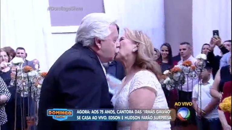 Aos 75 anos, cantora das Irmãs Galvão se casa no Domingo Show ...