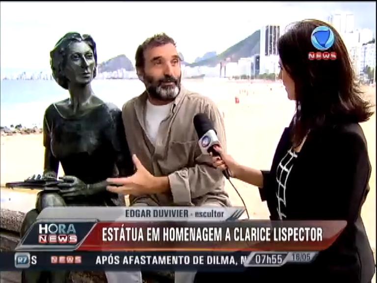 Estátua de Clarice Lispector atrai admiradores no Rio de Janeiro ...