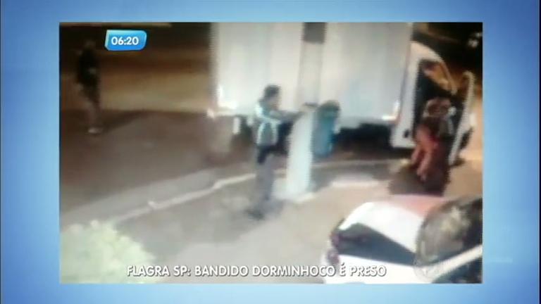 """Policiais prendem bandido """"dorminhoco"""" na avenida Ricardo Jafet ..."""