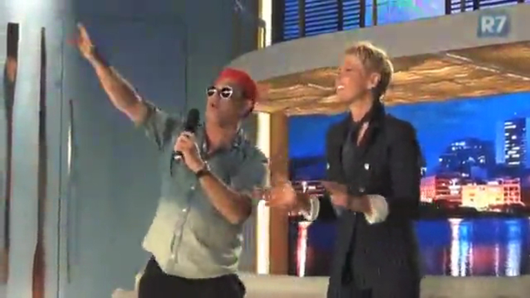 """Xuxa e Sérgio Mallandro cantam """"Lua de Cristal"""" e animam a ..."""