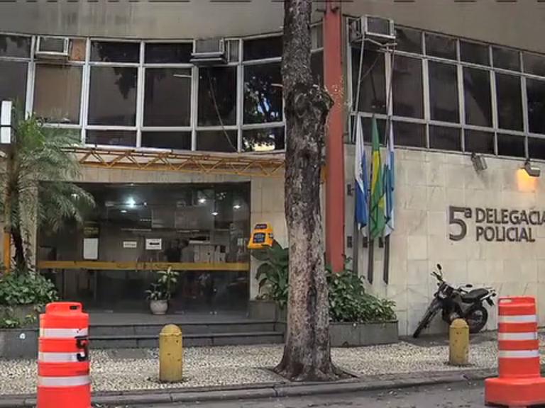 Teto da delegacia do Centro desaba após chuva - Notícias - R7 Rio ...