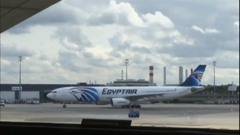 Registros do voo da Egypt Air indicam detectores de fumaça foram ...