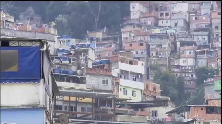Após intensa troca de tiros, Comunidade da Rocinha tenta voltar a ...