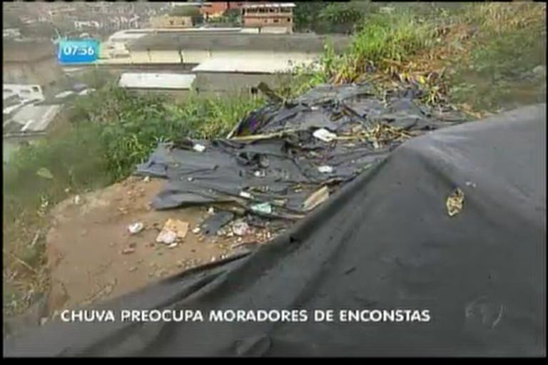Chuva preocupa moradores de encostas