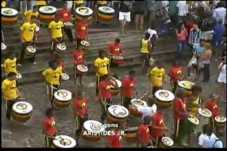Tocha olímpica reúne multidão em Salvador