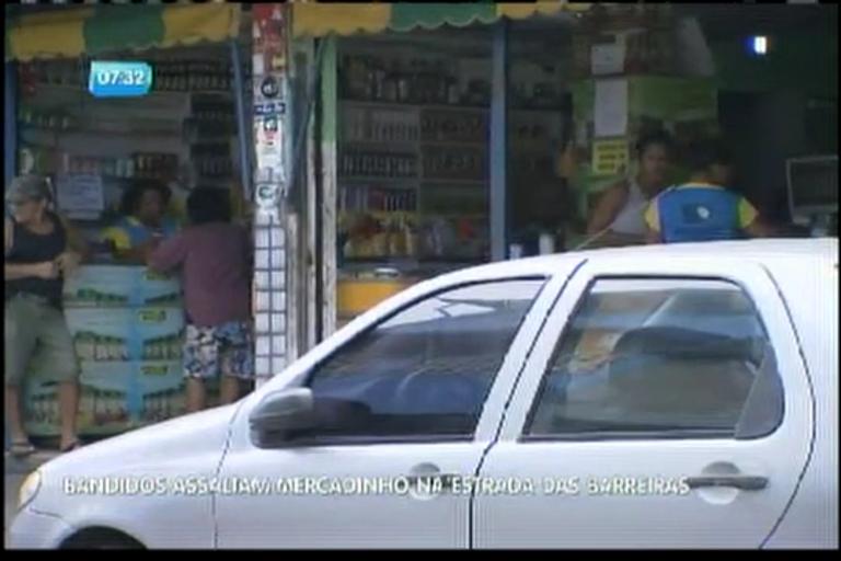 Bandidos assaltam mercadinho na Estrada das Barreiras - Bahia ...